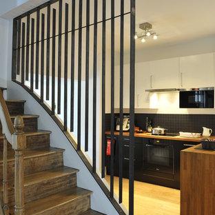 Exemple d'un escalier tendance de taille moyenne avec des marches en bois et des contremarches en bois.