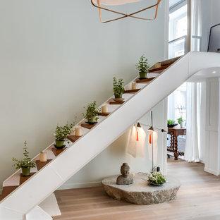 На фото: прямая лестница среднего размера в восточном стиле с деревянными ступенями без подступенок