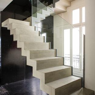 Стильный дизайн: п-образная лестница среднего размера в современном стиле с бетонными ступенями и бетонными подступенками - последний тренд