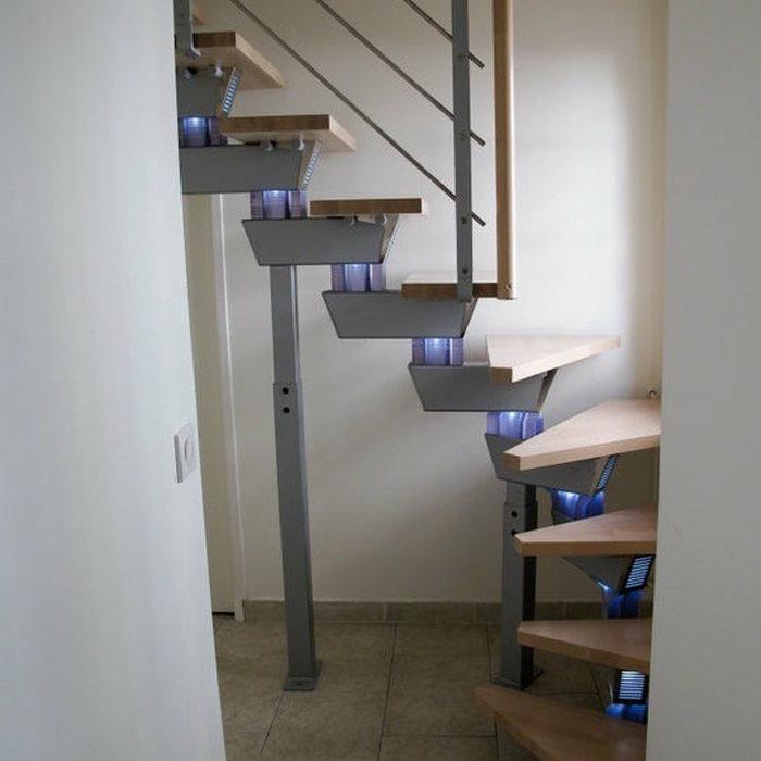 L'escalier retro eclairé en bois & métal