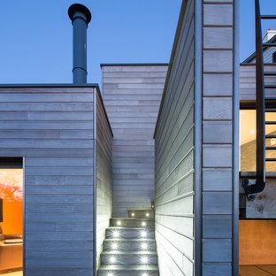 Idées déco pour un escalier courbe contemporain de taille moyenne avec des marches en bois et des contremarches en bois.