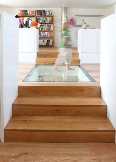 Contemporary Staircase by Mauna Architectes