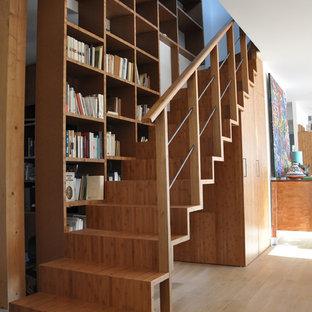 Idées déco pour un escalier droit moderne de taille moyenne avec des marches en bois et des contremarches en bois.