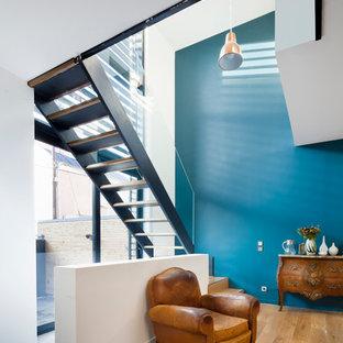 ブレストのコンテンポラリースタイルのおしゃれな階段の写真