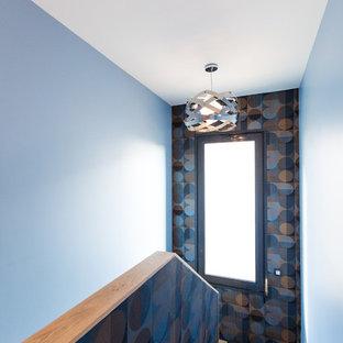 モンペリエの中サイズの木のコンテンポラリースタイルのおしゃれな折り返し階段 (木の蹴込み板) の写真