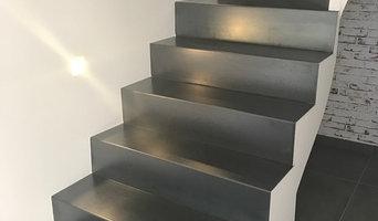 Mise en valeur d'un bel escalier avec intégration de spots LED encastrés
