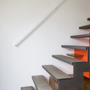 Cette photo montre un escalier sans contremarche tendance avec des marches en bois.