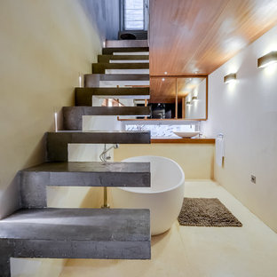 Example of a mid-sized trendy concrete floating open staircase design in Paris