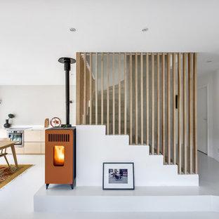 Idées déco pour un escalier courbe contemporain de taille moyenne.