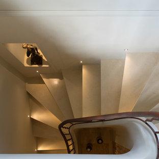 Foto de escalera tradicional renovada, de tamaño medio, con escalones de piedra caliza, contrahuellas de hormigón y barandilla de metal