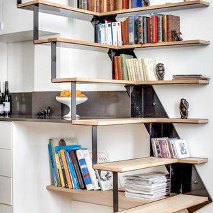 Cette photo montre un escalier sans contremarche droit tendance de taille moyenne avec des marches en bois.