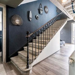Réalisation d'un escalier droit tradition de taille moyenne.
