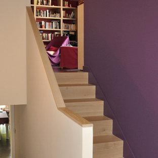 ナントの木のコンテンポラリースタイルのおしゃれな階段 (木の蹴込み板) の写真