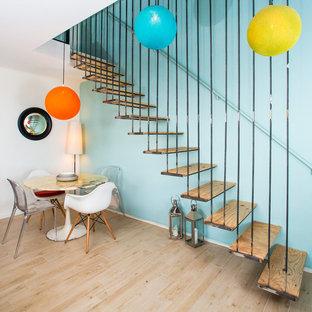 Inspiration pour un escalier sans contremarche droit bohème de taille moyenne avec des marches en bois.