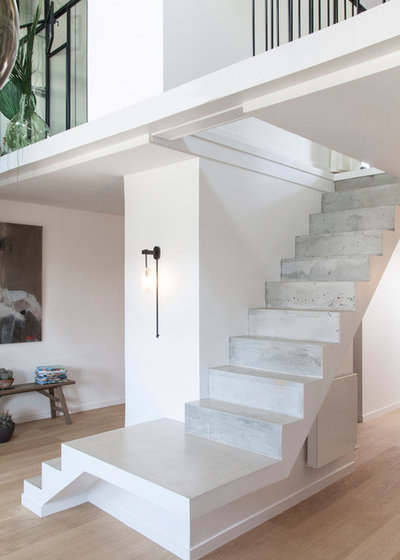 Contemporary Staircase by atelier daaa