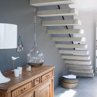 Idee per una scala a rampa dritta minimal con pedata in cemento e nessuna alzata