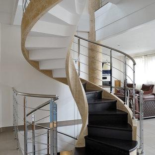 Inspiration pour un escalier hélicoïdal design de taille moyenne.