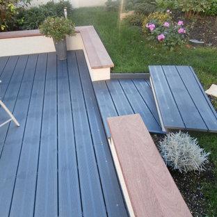 Imagen de escalera recta y madera, actual, de tamaño medio, con escalones de madera, contrahuellas de metal y madera