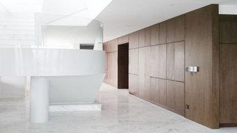 Un appartement en noir & blanc et touches bois
