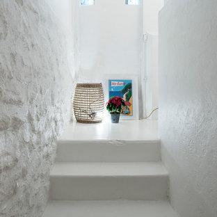 Idée de décoration pour un grand escalier nordique en L.