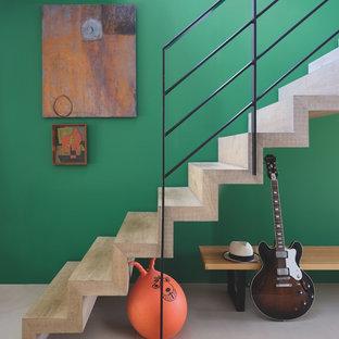 パリのコンテンポラリースタイルのおしゃれな階段の写真