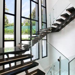 Idées déco pour un escalier sans contremarche contemporain en U avec un garde-corps en verre et palier.