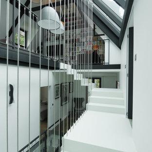 Cette photo montre un escalier tendance en L de taille moyenne.