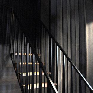 ナントの木のコンテンポラリースタイルのおしゃれな階段の写真