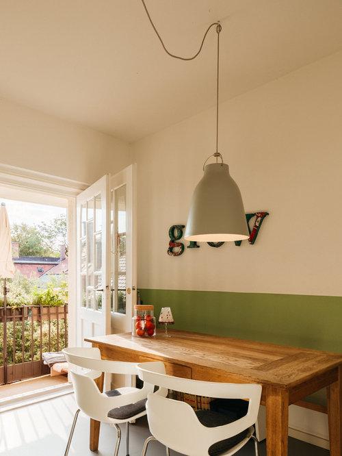 Kleine Moderne Wohnküche Ohne Kamin Mit Weißer Wandfarbe Und Grauem Boden  In München