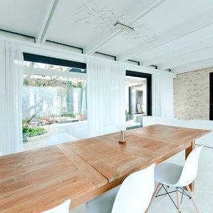 Ordinaire Inspiration Pour Une Grande Salle à Manger Ouverte Sur Le Salon Design Avec  Un Mur Blanc