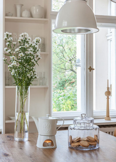 Contemporary Dining Room by AnneLiWest|Berlin
