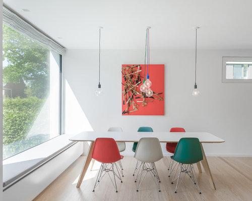 Mittelgroßes Skandinavisches Esszimmer Ohne Kamin Mit Weißer Wandfarbe,  Hellem Holzboden Und Beigem Boden In Hamburg
