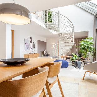 Offenes, Großes Modernes Esszimmer ohne Kamin mit weißer Wandfarbe und beigem Boden in Sonstige