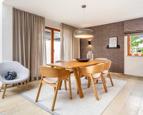 Gut Geschlossenes, Mittelgroßes Modernes Esszimmer Ohne Kamin Mit Weißer  Wandfarbe Und Beigem Boden In Sonstige