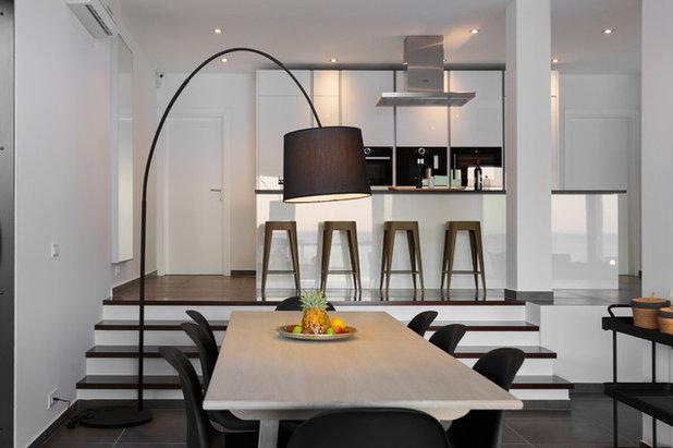 Contemporary Dining Room by Ute Günther wachgeküsst  INNENARCHITEKTUR+DESIGN