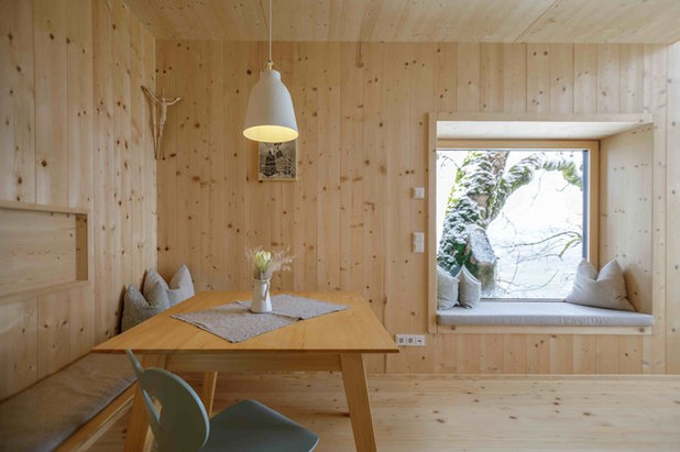Skandinavisch Esszimmer by Architekturbüro Gappmaier