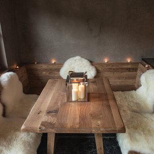 Imagen de comedor rural, pequeño, cerrado, sin chimenea, con paredes grises, suelo de pizarra y suelo negro