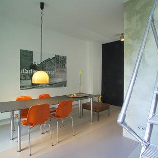 Esempio di una sala da pranzo aperta verso il soggiorno industriale di medie dimensioni con pareti bianche, pavimento in linoleum, nessun camino e pavimento multicolore