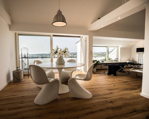 Uberlegen Offenes, Mittelgroßes Modernes Esszimmer Ohne Kamin Mit Weißer Wandfarbe, Dunklem  Holzboden Und Braunem Boden