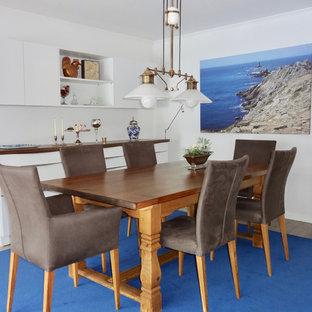 Esempio di una grande sala da pranzo aperta verso il soggiorno bohémian con pareti bianche, pavimento in gres porcellanato, stufa a legna, cornice del camino piastrellata e pavimento beige