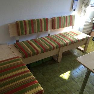 Foto di una sala da pranzo aperta verso il soggiorno design di medie dimensioni con pareti bianche, pavimento in gres porcellanato e pavimento verde