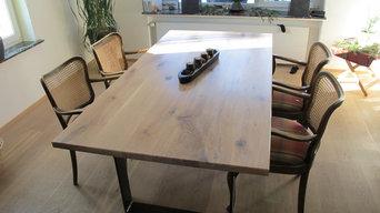 Esszimmertisch / Massivholz mit Stahlgestell