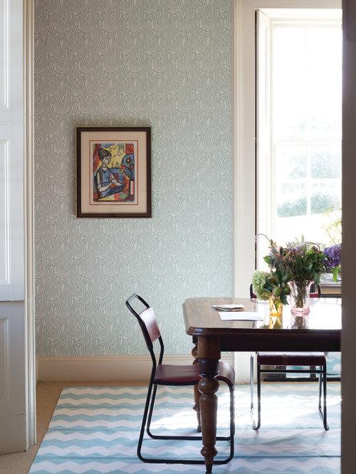 Geschlossenes Modernes Esszimmer Mit Blauer Wandfarbe Und Teppichboden In  Frankfurt Am Main