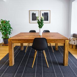 Kleines Modernes Esszimmer ohne Kamin mit weißer Wandfarbe, braunem Holzboden und braunem Boden in Frankfurt am Main