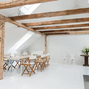 Esempio di una sala da pranzo aperta verso il soggiorno minimal con pareti bianche, stufa a legna, cornice del camino in metallo e pavimento in linoleum