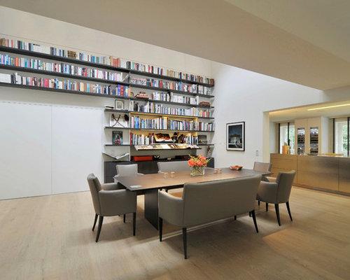 Offenes, Geräumiges Modernes Esszimmer Ohne Kamin Mit Weißer Wandfarbe Und  Hellem Holzboden In Stuttgart