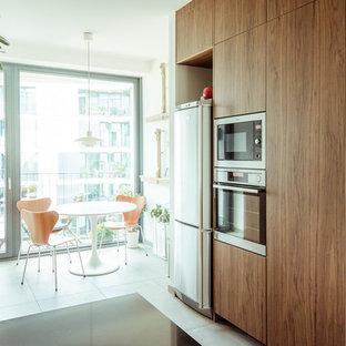 Esempio di una sala da pranzo aperta verso il soggiorno design di medie dimensioni con pareti bianche