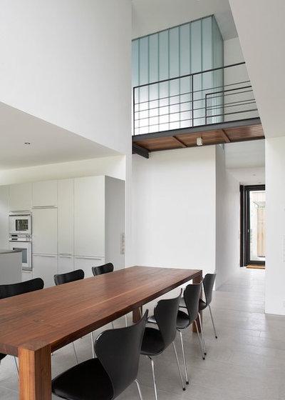 Minimalistisch Esszimmer by Zamel Krug Architekten