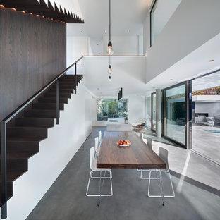 Foto di un'ampia sala da pranzo aperta verso il soggiorno design con pareti bianche, pavimento in linoleum, nessun camino e pavimento grigio