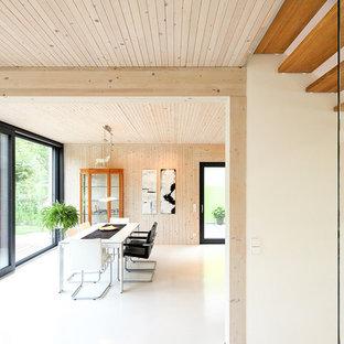 Offenes, Großes Modernes Esszimmer Mit Brauner Wandfarbe